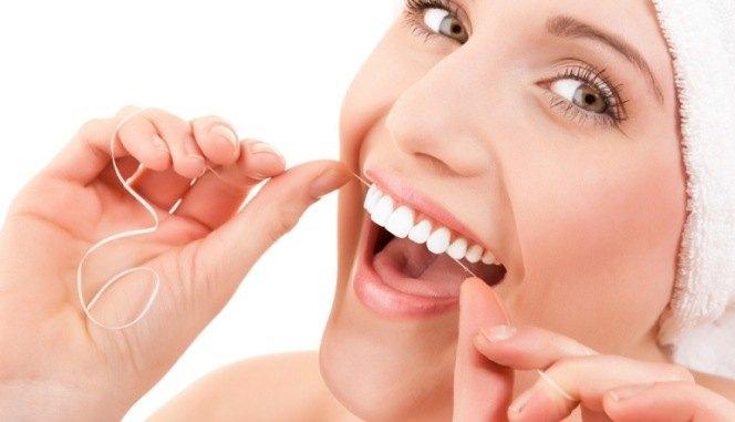 ¿Es necesario el uso del hilo dental en vacaciones?