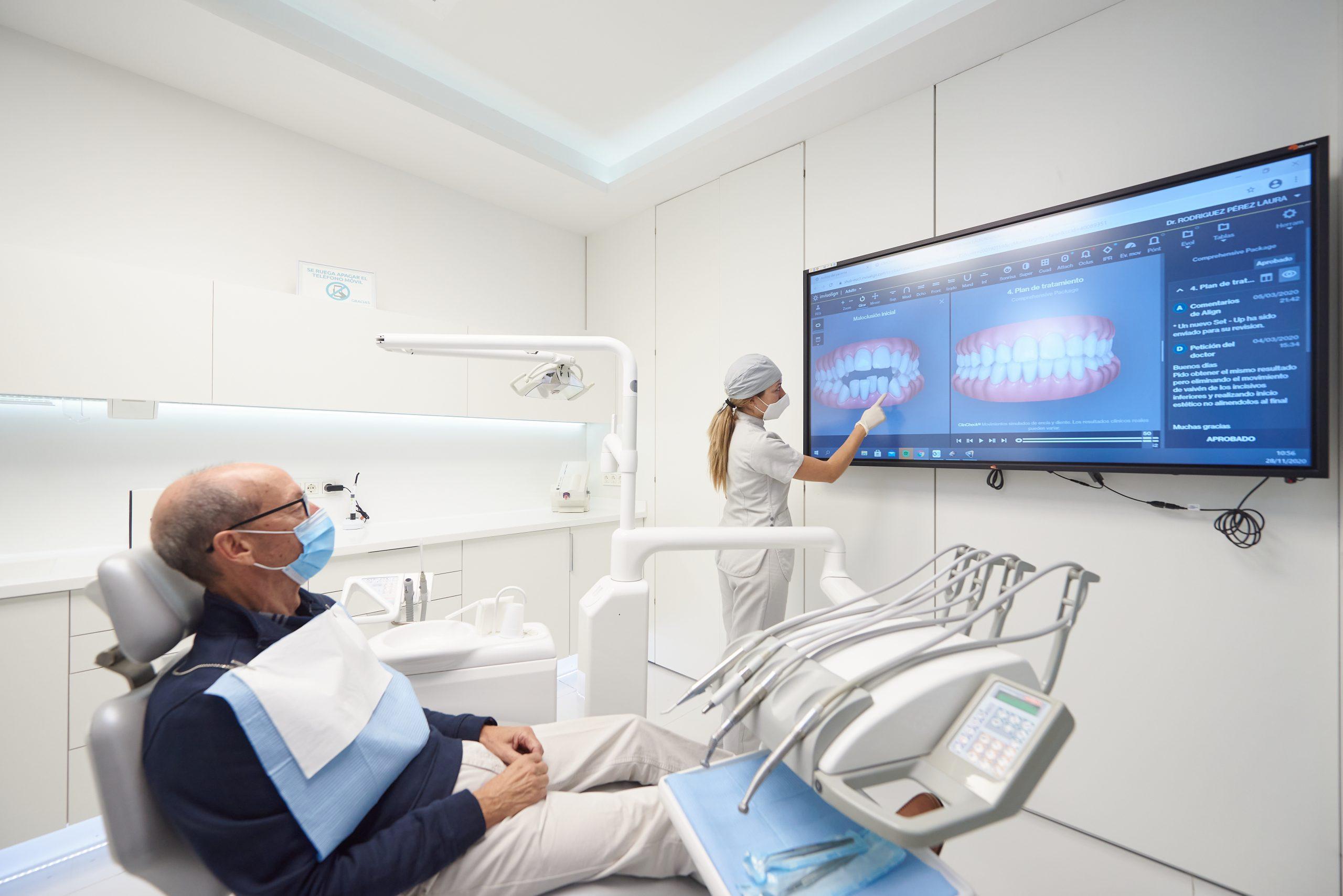 Tratamiento de ortodoncia invisible en Clínica Dental Adalia
